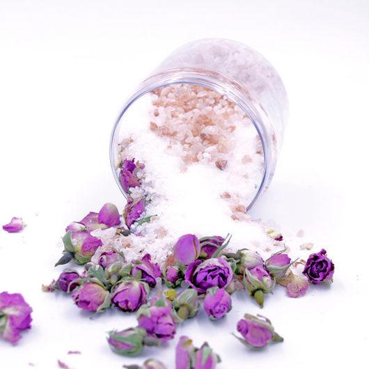 Image de Bath Salts with Rose Petals